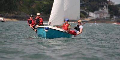 Adults Sailing with Salcombe Dinghy Sailing