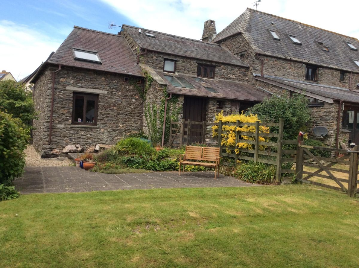 Exterior of Coolings Barn Self-Catering in East Prawle